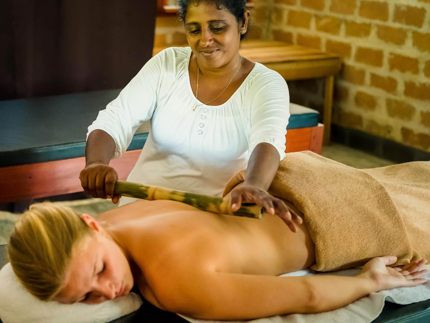 Bamboo-Massage-Ahungalla-Special-Massages